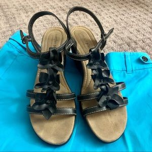Excellent black flower strappy sandals size 12